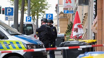Сотрудники полиции на месте преступления в Галле