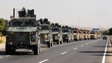 Турецкий военный конвой недалеко от турецко-сирийской границы