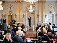 Cекретарь Шведской академии Матс Мальм объявляет Ольгу Токарчук лауреатом Нобелевской премии по литературе 2018 года и Петера Хандке лауреатом Нобелевской премии по литературе 2019 года
