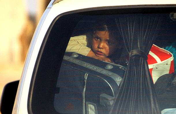 Ребенок среди беженцев в Тель-Абьяде