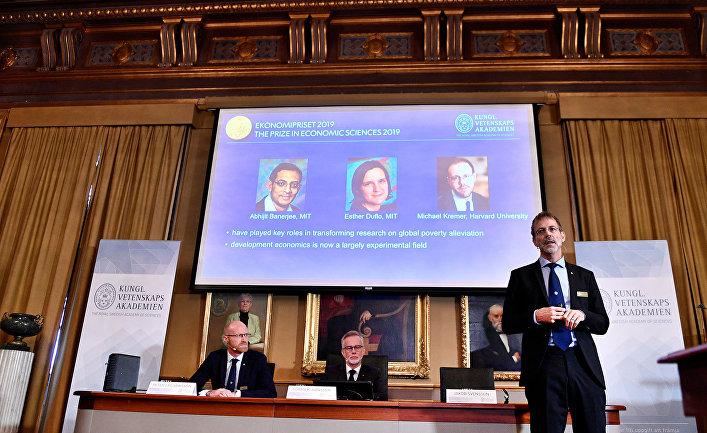 Нобелевскую премию по экономике присудили за работы по борьбе с бедностью