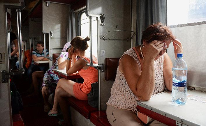 Пассажиры в вагоне поезда