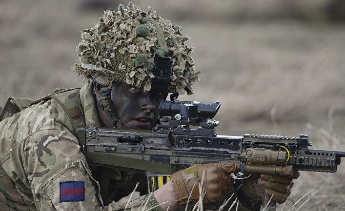 Британский солдат на учениях НАТО Wind Spring 15 в Румынии