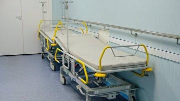 Функциональная кровать в коридоре больницы