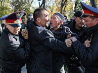 Казахстанская полиция задерживает протестующих в Алматы, Казахстан