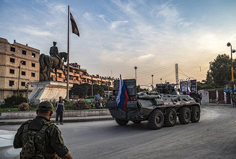 Российский бронетранспортер в сирийском городе Камишли