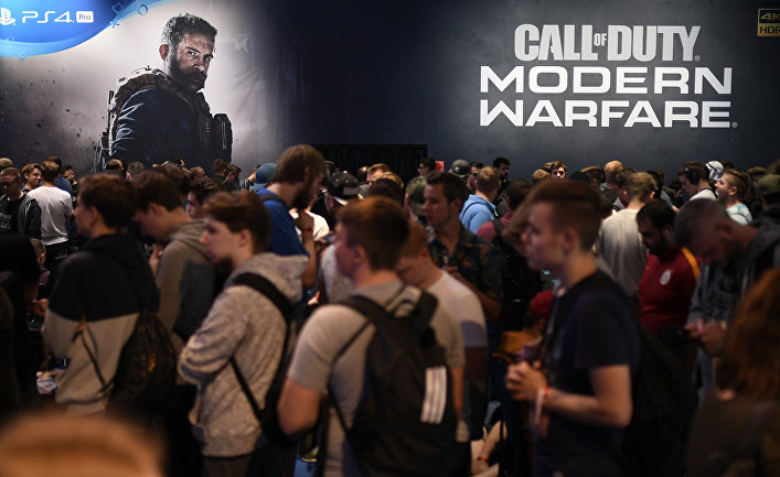 Анонс игры Call of Duty: Modern Warfare на стенде Playstation во время выставки в Кельне, Германия