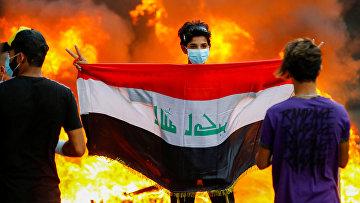Участники антиправительственных протестов в Багдаде, Ирак