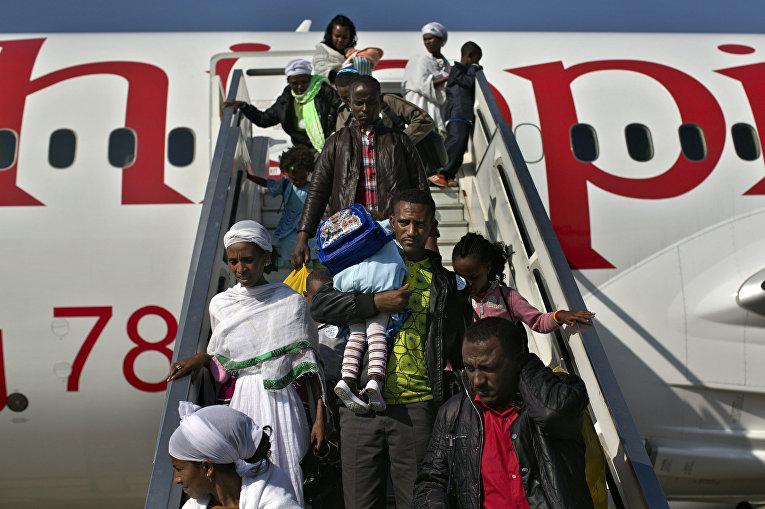 Иммигранты из Эфиопии в аэропорту Тель-Авива