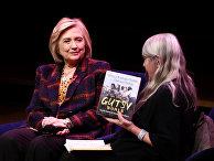 Бывший госсекретарь США Хиллари Клинтон продвигает свою книгу в Лондоне
