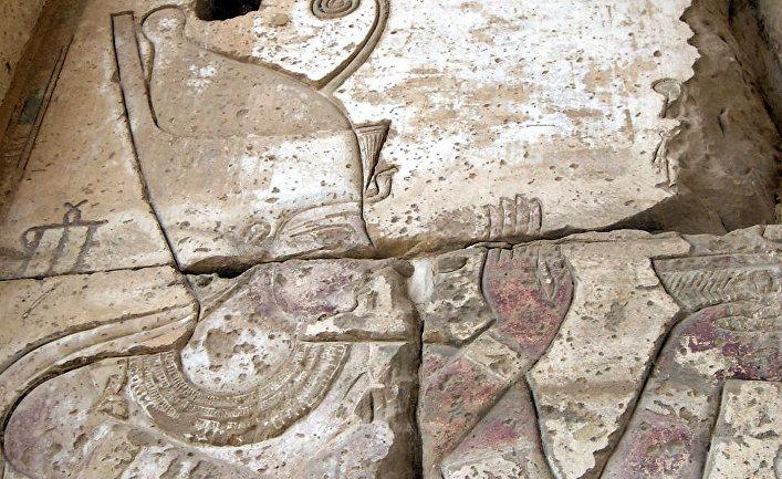 Дарий I, изображенный в египетском храме Хибис
