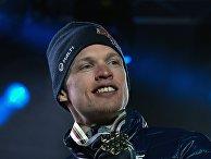 Финский лыжник Ийво Нисканен на церемонии награждения