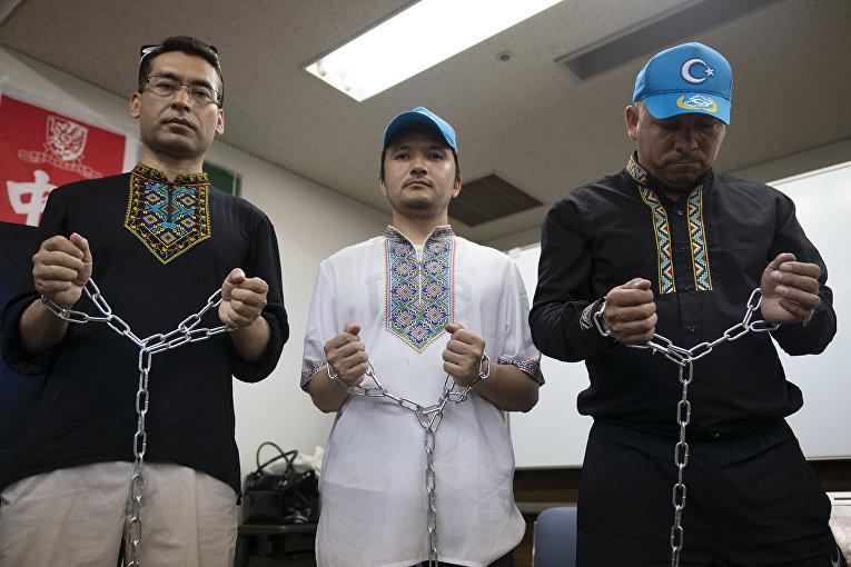 Уйгурские правозащитники во время пресс-конференции