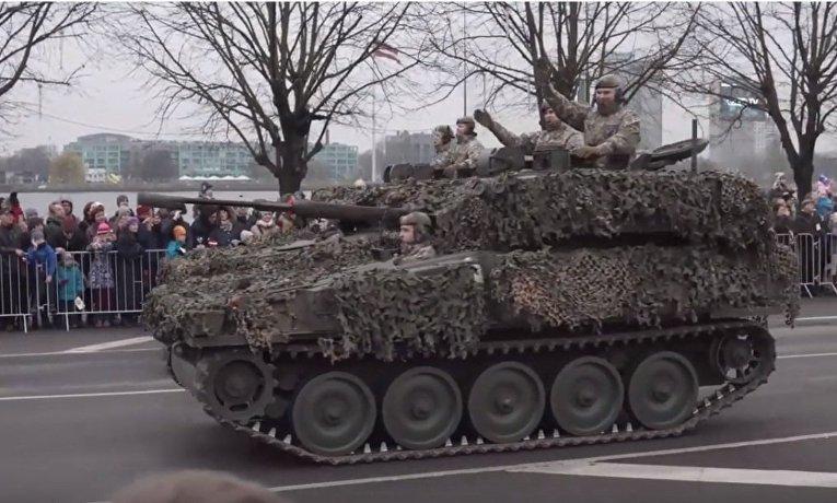 В Риге прошел военный парад