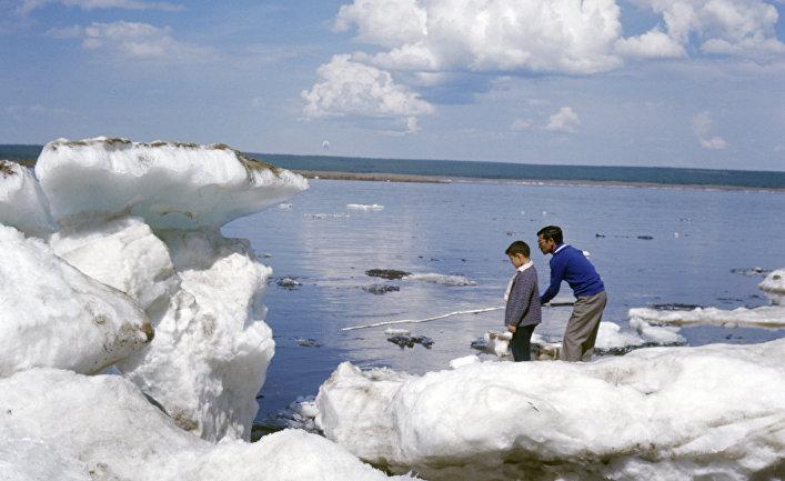Весення рыбалка на реке Лене.