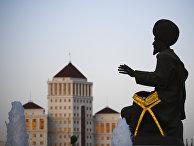 Скульптура народного героя Туркменистана  в Ашхабаде