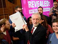 Лидер британской Лейбористской партии Джереми Корбин во время избирательной кампании в Лондоне, Великобритания