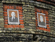 Советская мозаика на водонапорной башне в городе Новгород-Северский