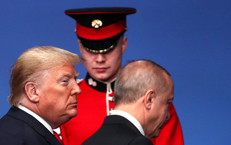 Президент США Дональд Трамп и президент Турции Реджеп Эрдоган на саммите лидеров НАТО в Уотфорде, Великобритания