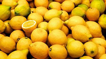 Лимоны на рынке в Валенсии, Испания