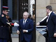 Президент России Владимир Путин прибывает в Елисейский дворец в Париже