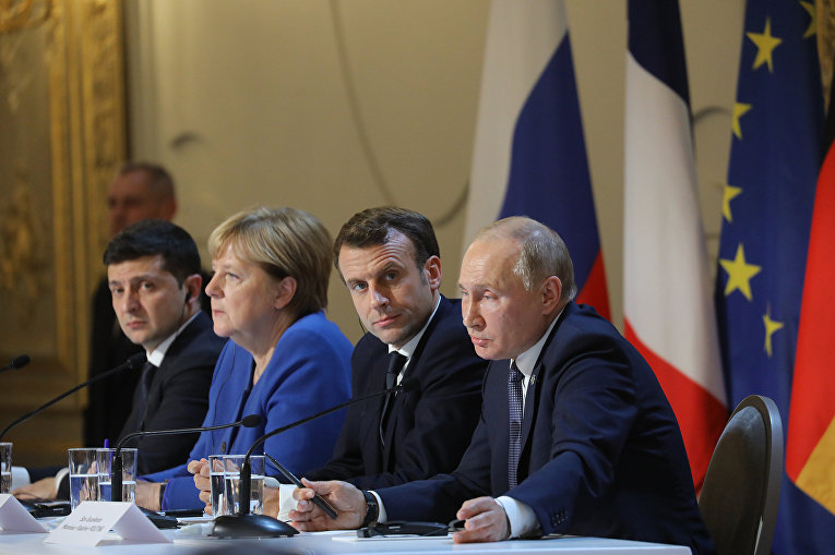 Президент Украины Владимир Зеленский, канцлер Германии Ангела Меркель, президент Франции Эммануэль Макрон и президент России Владимир Путин