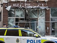 Полицейская машина у разрушенного взрывом магазина, Мальмё, Швеция
