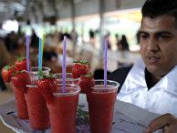 Ягодный сок на рынке