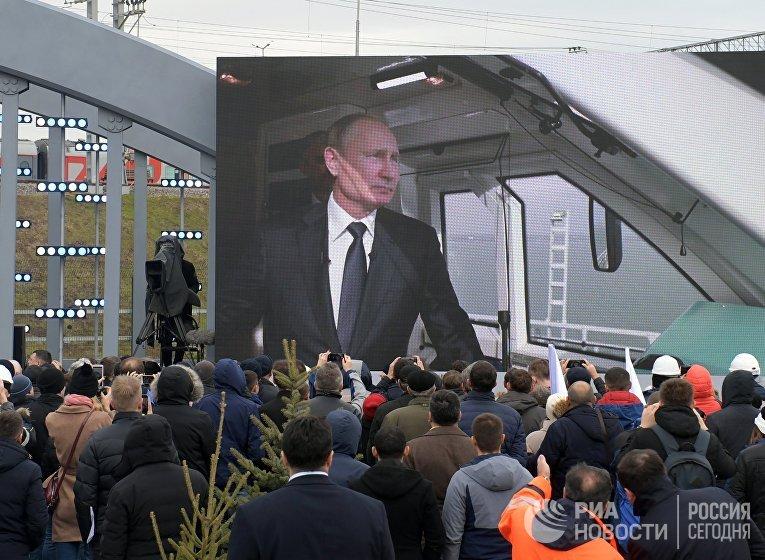 Президент РФ В. Путин открыл железнодорожное движение по Крымскому мосту