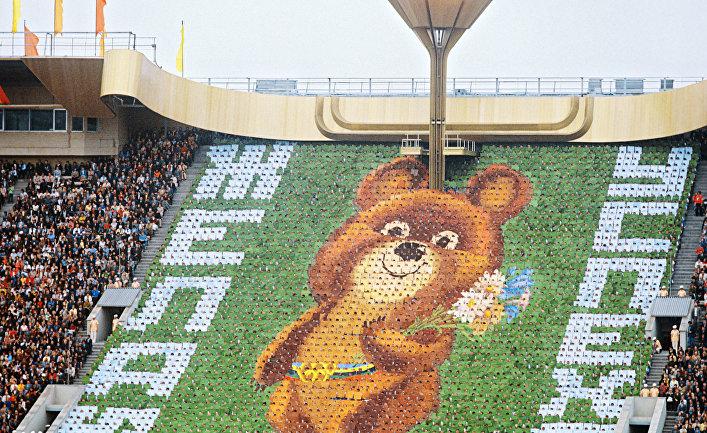Олимпийский медвежонок на открытии Олимпиады-80 в Москве