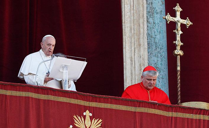 Папа Римский Франциск произносит Рождественское послание