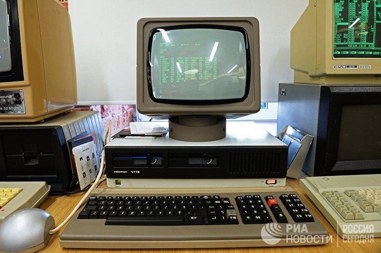 Персональный компьютер Robotron 1715