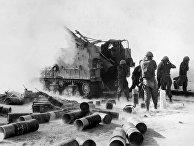 """Израильские солдаты обстреливают египетские военные позиции во время """"Войны на истощение"""" на Суэцком фронте"""