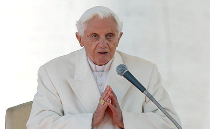 Папа римский Бенедикт XVI в 2013 году