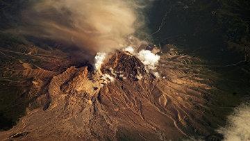 Фотография вулкана Шивелуч на Камчатке с Международной космической станции
