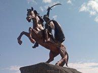 Памятник Кёроглы в городе Хачмаз (Азербайджан).