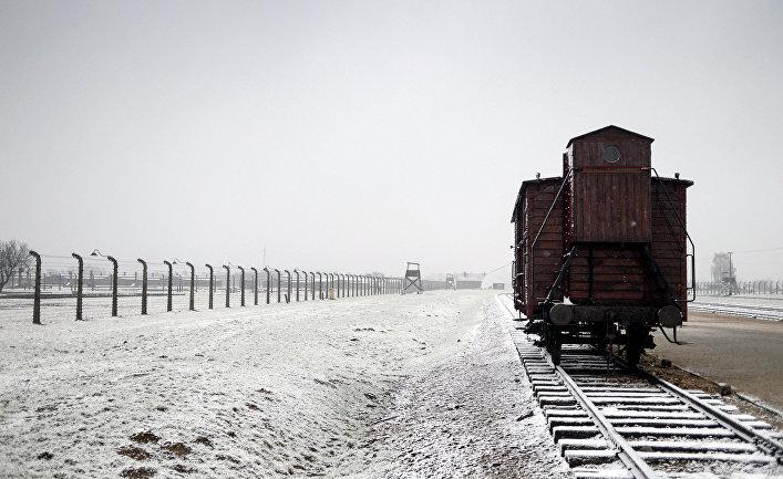 Вагон на территории бывшего концентрационного лагеря Аушвиц-Биркенау в Освенциме