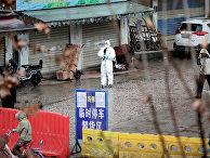Рынок морепродуктов, связанный со вспышкой пневмонии, вызванной новым штаммом коронавируса в Ухане, провинция Хубэй, Китай