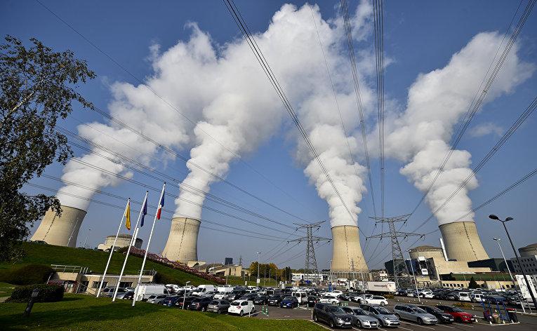 Трубы атомной электростанции в Каттеноме, Франция