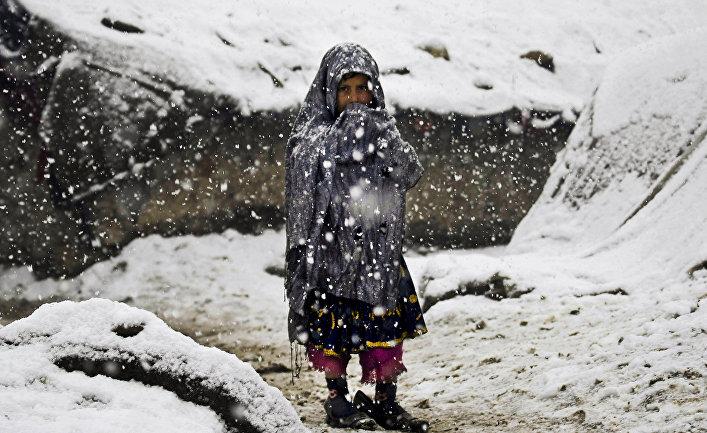 Афганская девочка в лагере беженцев в Кабуле