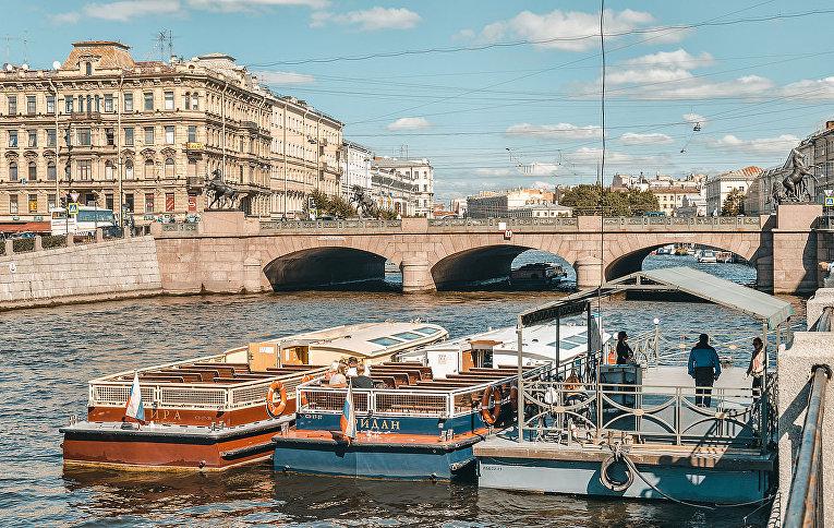 Мост Аничков с четырьмя скульптурными конными группами, Санкт-Петербург