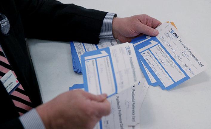 Подсчет голосов демократического собрания в Уэст-Де-Мойне, штат Айова, США