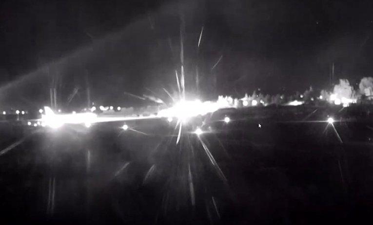 Видео посадки ушедшего из-под обстрела лайнера в Сирии
