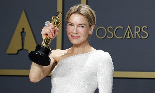 "Рене Зеллвегер на церемонии вручения премии ""Оскар"" в Лос-Анджелесе"