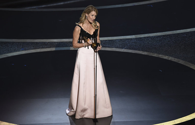 "Лора Дерн на церемонии вручения премии ""Оскар"" в Лос-Анджелесе"