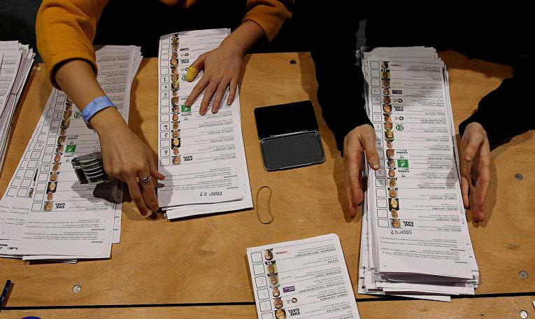 Избирательные бюллетени на национальных выборах в в Дублине, Ирландия