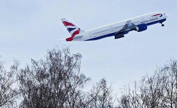 Самолет авиакомпании British Airways во время взлета