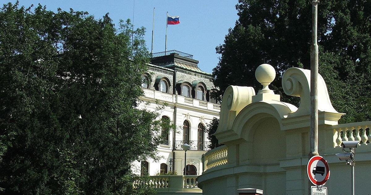 Lidovky (Чехия): дни русской школы в Праге сочтены. Скорее всего, ею жертвуют назло. Пострадают сотни детей. Чехия опровергает свою ответственность (