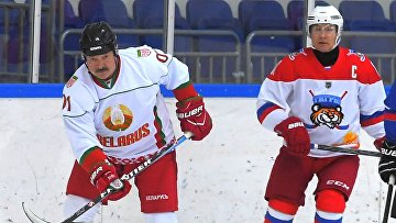 Президент РФ В. Путин и президент Белоруссии А. Лукашенко приняли участие в товарищеском хоккейном матче