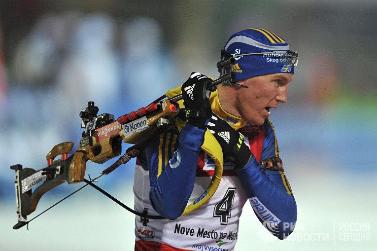 Швед Бьёрн Ферри на огневом рубеже в индивидуальной гонке среди мужчин на чемпионате мира по биатлону в чешском городе Нове-Место-на-Мораве